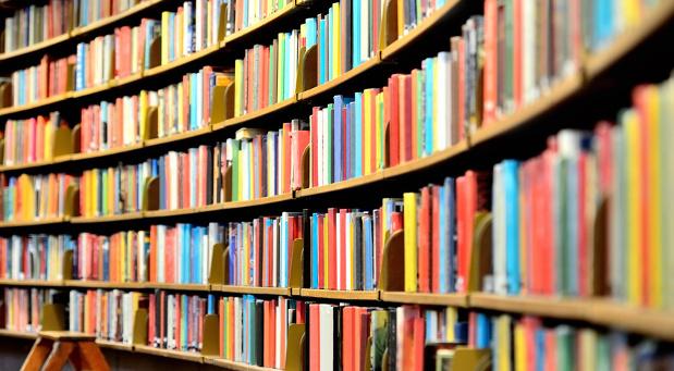 Nicht nur dicke Bücher zählen: Beim Wissensmanagement ermitteln Unternehmen ermitteln zunächst den Umfang ihres Wissens.