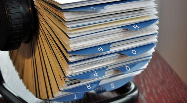 Blättern Sie in Ihrem Adressbuch: Wenn man Referenzen einholen will, zahlt es sich aus, in der Branche gut vernetzt zu sein.