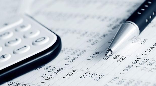 Blick in die Unternehmenszahlen: Betriebsprüfer kontrollieren, ob die Angaben in der Steuererklärung mit der Wirklichkeit übereinstimmen.