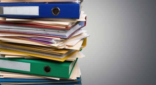 Der Papierkram türmt sich - wer diesen Aktenberg bewältigen will, muss effizent arbeiten.