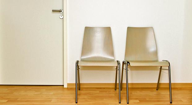 Ausscheidende Mitarbeiter nicht einfach so vor die Tür setzen: Mit Outplacement hilft das Unternehmen beim beruflichen Neuanfang.