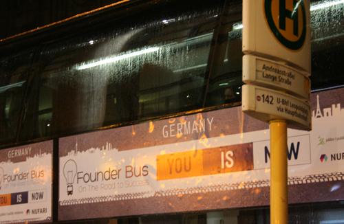 Der Gründerbus bei der Abfahrt in Berlin