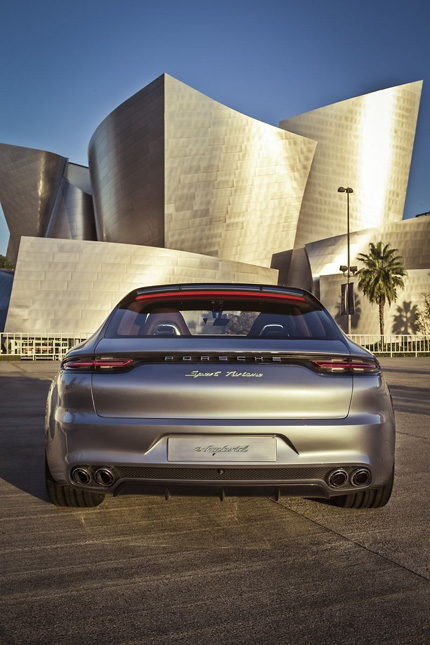 Das imposante Heck des Porsche Panamera Sport Turismo