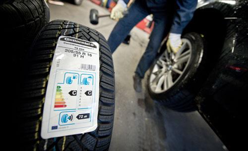 Der Handel muss ab November mit einem Label über Rollwiderstand, Lärmentwicklung und Bremsverhalten der Reifen informieren
