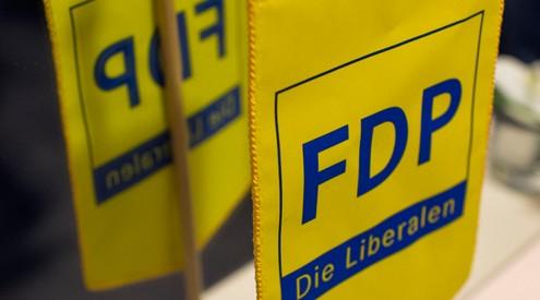 Vorder- und Kehrseite eines FDP-Wimpels