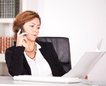 Eine Managerin bei der Arbeit.