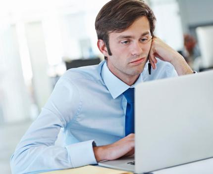 Gelangweilt im Job: 24 Prozent der Befragten haben innerlich gekündigt