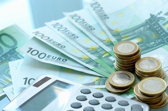 Frauen verdienen in Deutschland weiterhin deutlich weniger Geld als Männer.