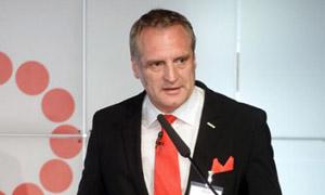 Hermann de Jong, Vorstand des Strumpfherstellers Kunert