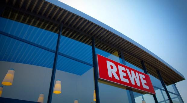 Eine Filiale der Supermarktkette Rewe