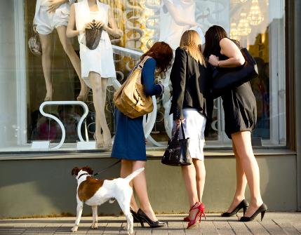 Glanzvolle Läden sollen Kunden an die Marke heranführen