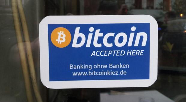 Geschäfte und Bars mit einem solchen Hinweisschild akzeptieren Bitcoins als Zahlungsmittel.