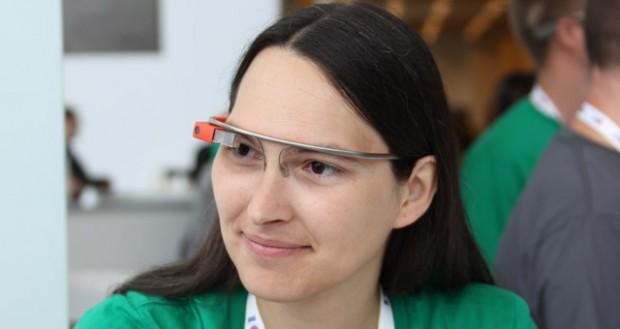 Mit der Google-Datenbrille Glass soll dem Träger Wissen aus dem Netz ständig zur Verfügung stehen.
