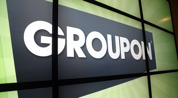 Das Groupon-Logo in der Fimenzentrale in Chicago, USA
