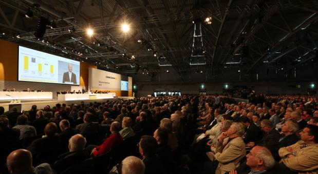Anleger auf der Hauptversammlung der Commerzbank 2013.