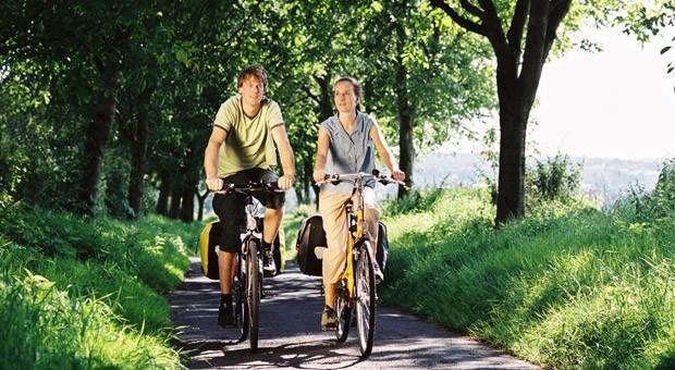 Unterwegs mit dem Fahrrad: Der Kartendienst von Google hilft nun auch Radfahrern bei der Suche nach der besten Strecke.