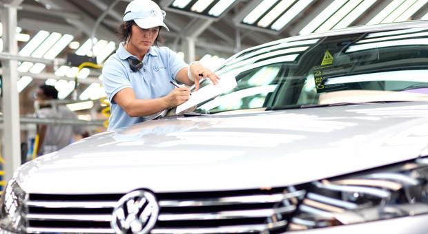 Eine Mitarbeiterin im VW-Werk in Chattanooga, USA