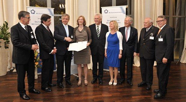 Preisträgerin Kerstin Andreae (4.v.l.) mit Vertretern der Union mittelständischer Unterenehmer und dem Ministerpräsidenten von Baden-Württemberg, Winfried Kretschmann (5.v.l.).