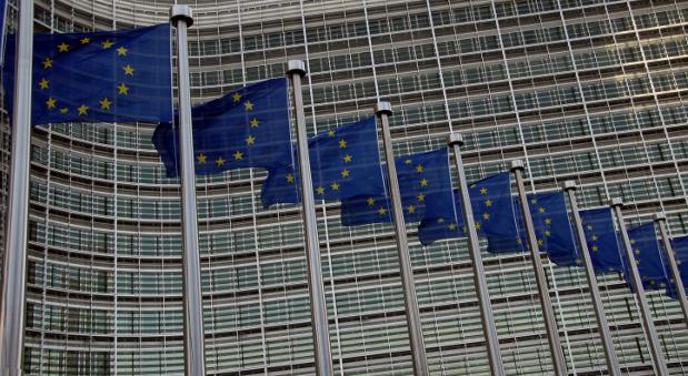 Europa-Flaggen vor dem Sitz der EU-Kommission in Brüssel.