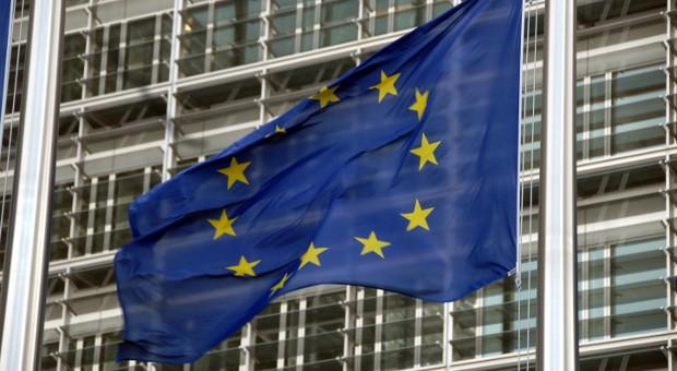 Eine Europa-Flagge vor dem Sitz der EU-Kommission in Brüssel.