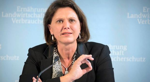 Bundesministerin Ilse Aigner auf einer Pressekonferenz 2012.
