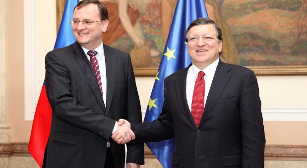 Petr Necas (li.) mit Jose Manuel Barroso im April 2013.