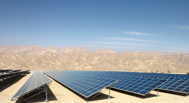 Eine von Siemens errichtete Solaranlage nahe der Stadt Eilat in Isreal.