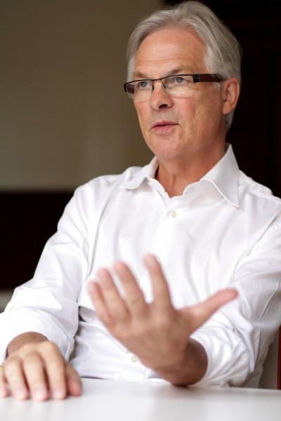 Der ehemalige Journalist Jürgen Hogrefe öffnet deutschen Unternehmen die Türen in Katar.