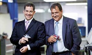 Spritzpistolenhersteller Holger Weidmann (l.) mit seinem Bruder Thomas