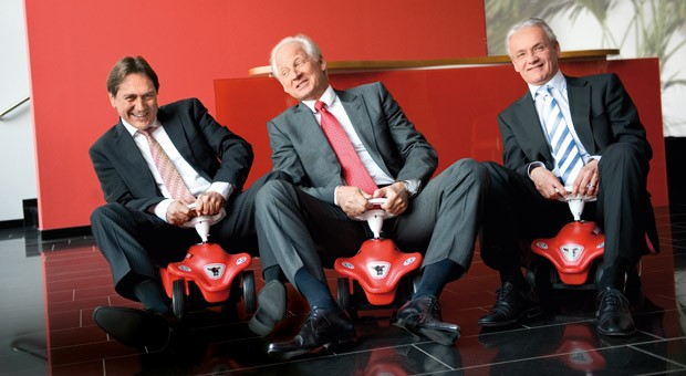 Das Führungstrio von Simba Dickie: Firmeninhaber Michael Sieber (CEO, Mitte) mit seinen Geschäftsführern Uwe Weiler (COO, links) und Manfred Duschl (CFO, rechts).