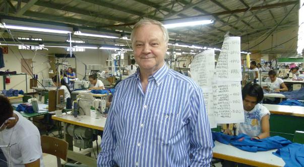 Unternehmer Claus Sudhoff in seiner Textilfabrik im Sommer 2013