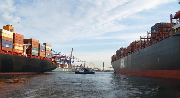 Containerschiffe im Hamburger Hafen.