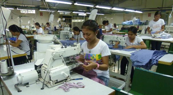 Arbeiterinnen in der Hemdenfabrik von Claus Sudhoff