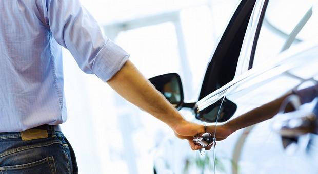 Viele Unternehmer sind unsicher: Auto kaufen oder mieten?