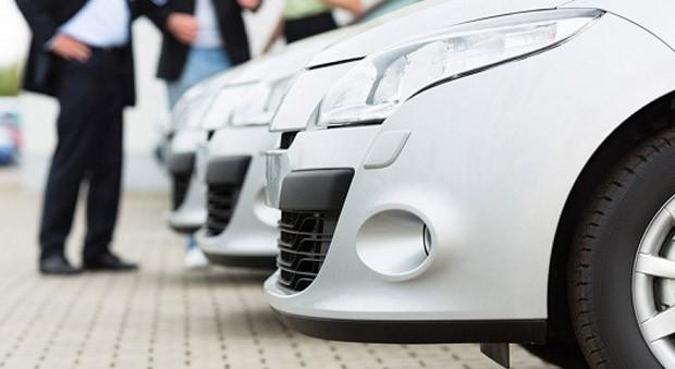 Alternative Konzepte wie Car-Sharing und eine sinkende Zahl potenzieller Autokäufer setzen Autohäuser unter Druck.