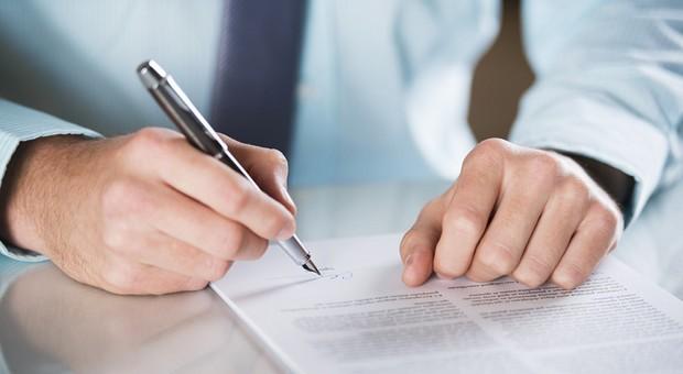 Wohl der wichtigste unter den Leasing-Tipps: Vor Vertragsabschluss immer das Kleingedruckte lesen.
