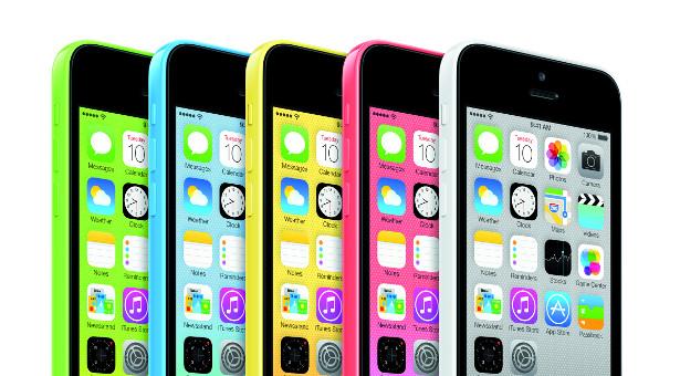 Das Iphone 5c steckt in einer farbigen Plastikhülle.