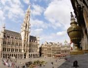 Der Grand Place mit dem Rathaus im Zentrum von Brüssel