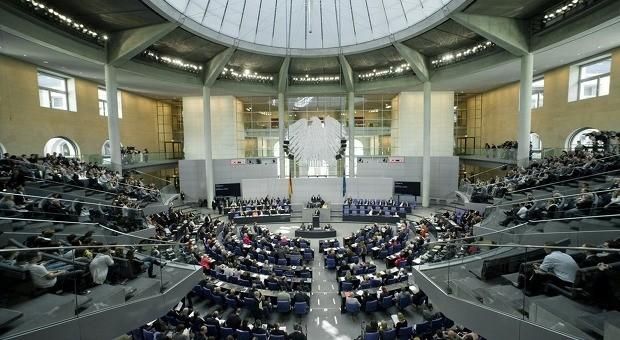 Blick auf den Plenarsaal des Deutschen Bundestags