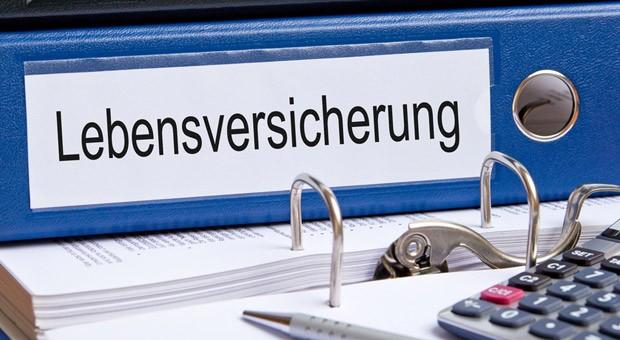 Eine Lebensversicherung ist für viele Deutsche immer noch ein wichtiger Baustein bei der Altersvorsorge.