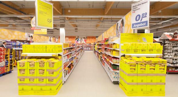 Die neuen Real-Produkte in der Signalfarbe Gelb.