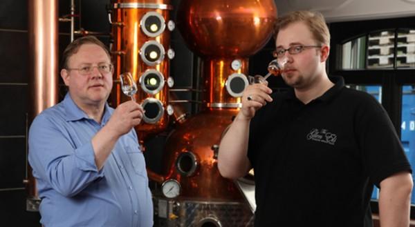 Die Leidenschaft für Whisky liegt in der Familie: Karl-Theodor und Alexander Buchholz von der Brennerei Hammerschmiede