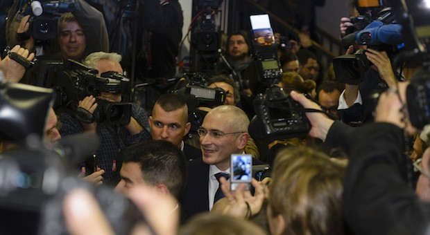 Michail Chodorkowski nach einer Pressekonferenz in Berlin am 22. Dezember 2013. Zwei Tage zuvor war der 50-Jährige nach langer Haft aus dem russischen Straflager Segescha entlassen worden.