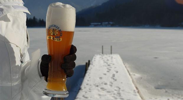 Bier im Winter: Mit besonderen Sorten wollen die Brauer in der kalten Jahreszeit punkten.