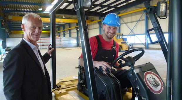 Geschäftsleiter Reinhard Lauermann (l.) und sein Kollege Thomas Gringmuth bauen in Sachsen die deutsche Tochter des Schweizer Familienunternehmens Notterkran auf.