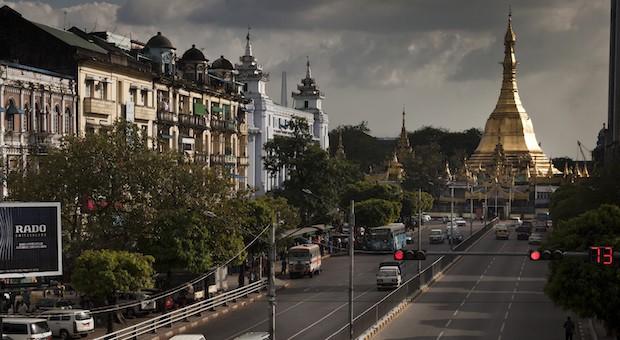 Die Sule-Pagode im Stadtzentrum von Rangun, der Hauptstadt Myanmars