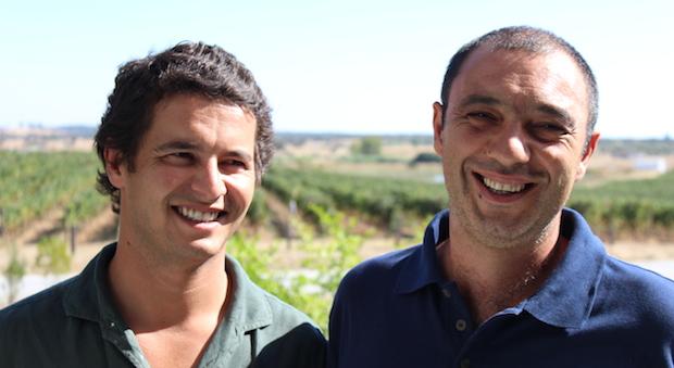 Jungwinzer Alexandre Relvas und sein General Manager Nuno Franco (r.)