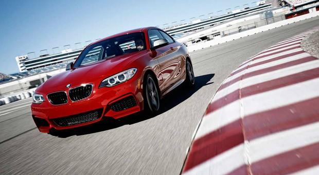 Verbindet Fahrspaß und Alltagstauglichkeit: der neue BMW M235i.
