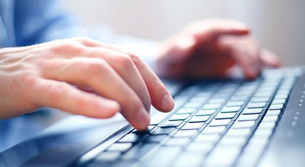 Manche Internet-Firmen machen sich kleine Tippfehler am Computer zunutze.