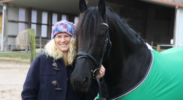 Unternehmerin Vanessa Weber mit Ihrem Patenpferd Sir Dante in Niedernberg